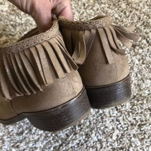 Stevies Shoes - Girls fringe ankle boots tan size 1